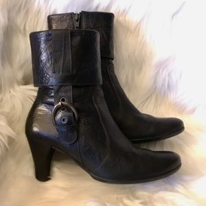 Paul Green black leather heeled ankle boots